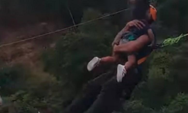 Татко ја зема ќерката во раце и скокна од височина од 60 метри (ВИДЕО)