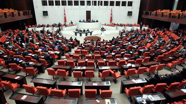 ВИДЕО: Тепачка во турскиот парламент