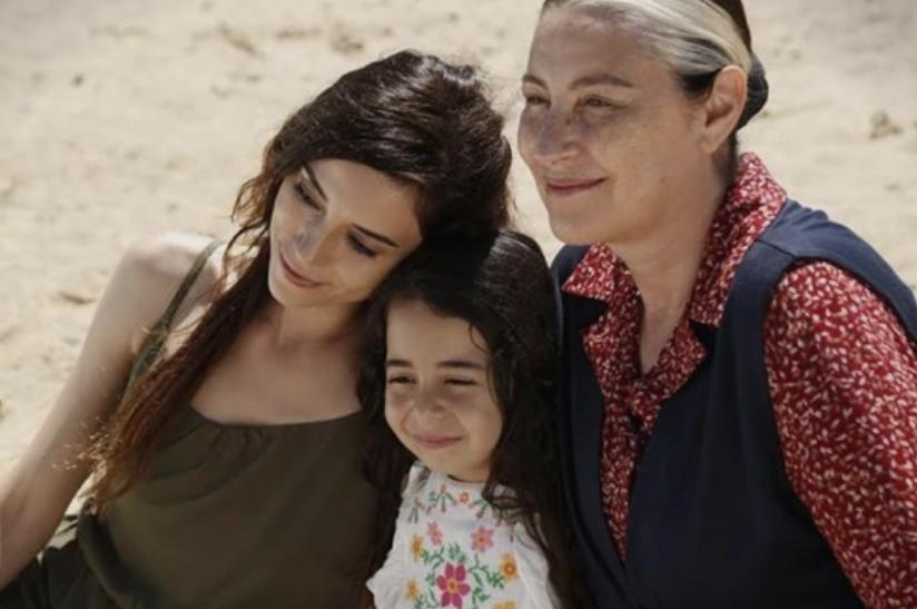 """И таа глуми во """"Се викав Мелек"""": Нема да верувате која е вистинската ќерка на мајката на Зејнеп (ФОТО)"""