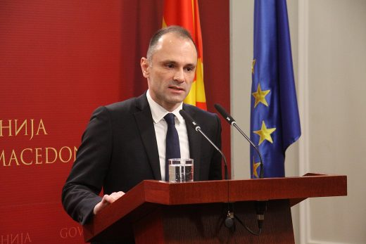 Република: Афера со апарати и реагенси – Филипче потврдува дека ќе се фрлаат функционални апарати