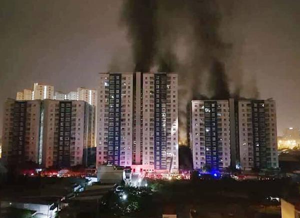 ФОТО: Голем пожар во зграда со над 700 семејства, најмалку 13 лица се загинати