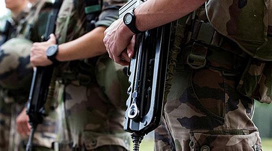 Двајца војници ранети во тетовската касарна, со сериозни повреди пренесени во Клинички