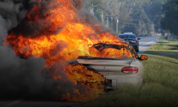 Опожарено возило во движење на автопатот Тетово-Скопје, ова се деталите