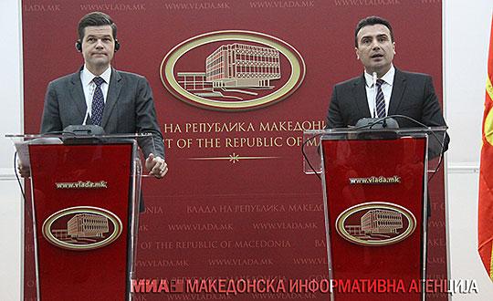 Мичел: САД ги поддржуваат Македонија и Грција да најдат решение за името