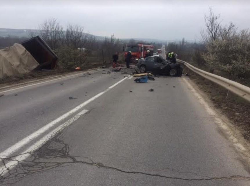 """""""Алфата"""" целосно уништена: Страшна фотографија од кобната сообраќајка на патот Куманово- Паланка"""