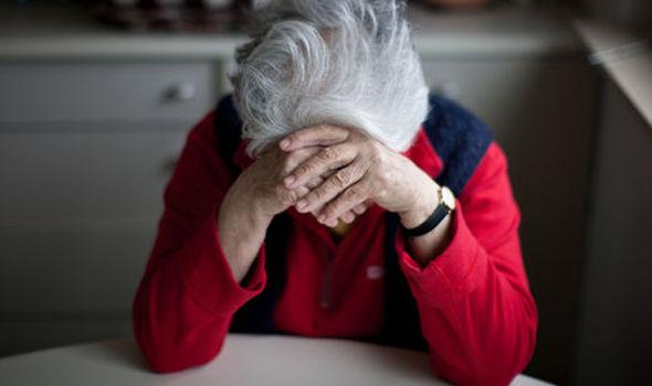 Покажала што направил Алцхајмерот со нејзината мајка, фотографија која ќе ви го скрши срцето