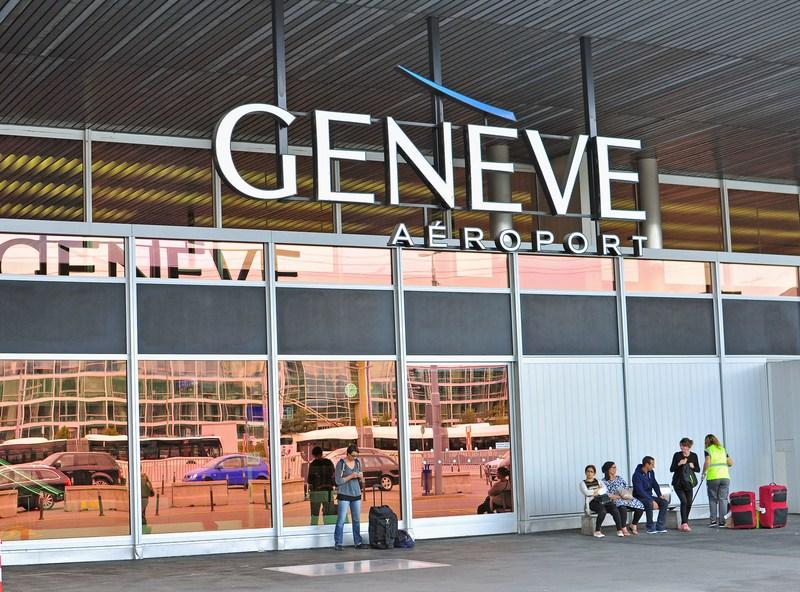 Студеното време го затвори аеродромот во Женева