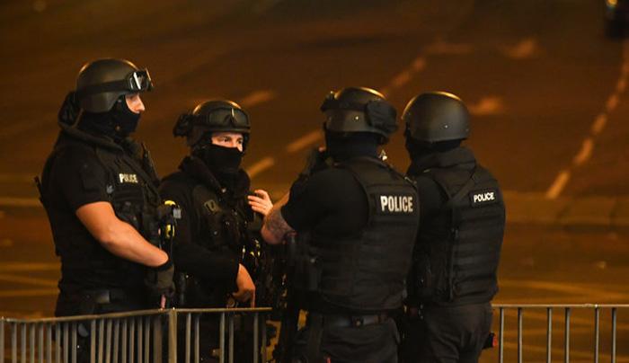 Автомобил удри во група луѓе: Најмалку 6 лица повредни во Манчестер, возачот уапсен