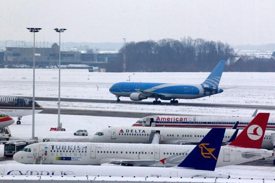 Поради снег откажани најмалку 39 летови од аеродромите во Њујорк
