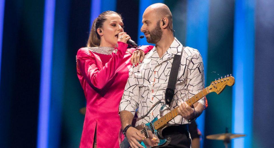 Не се труди да победиш на Евровизија, само покажи го задникот: Фановите удрија по жешката македонска претставничка (ФОТО)