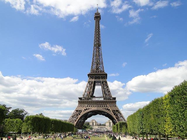 Ајфеловата кула повторно отворена за посетителите