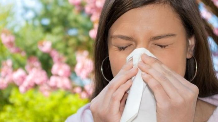 Ви тече носот, ви солзат очите и кашлате? – оваа билка е лек за пролетна алергија
