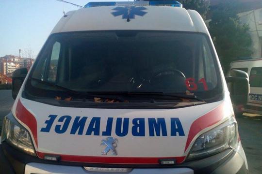 Заев не го продаде мерцедесот, а граѓаните чекаат со часови амбулантно возило