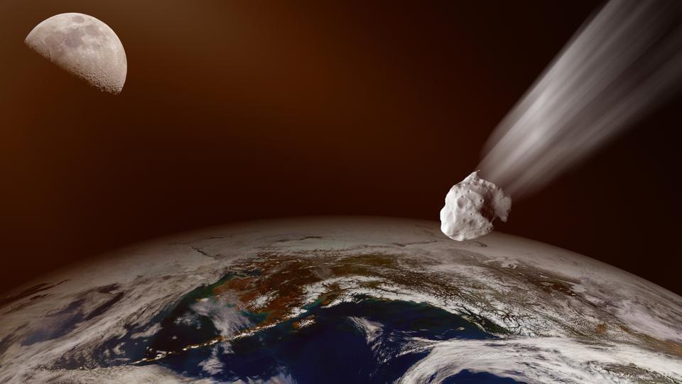 Огромен астероид помина покрај Земјата (ВИДЕО)