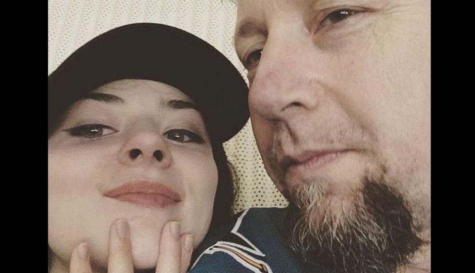 Не и пречи што е постар од нејзините родители: 17 годишна тинејџерка го остави своето момче врсник поради разведен татко на три деца
