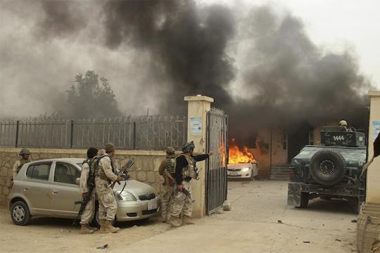 Во самоубиствен бомбашки напад во Авганистан убиени четири лица