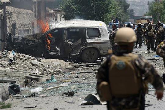 Најмалку 10 полицајци загинаа во Авганистан во напад на талибанците