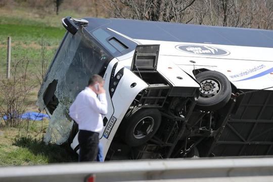 Шестмина загинати при автобуска несреќа кај Софија
