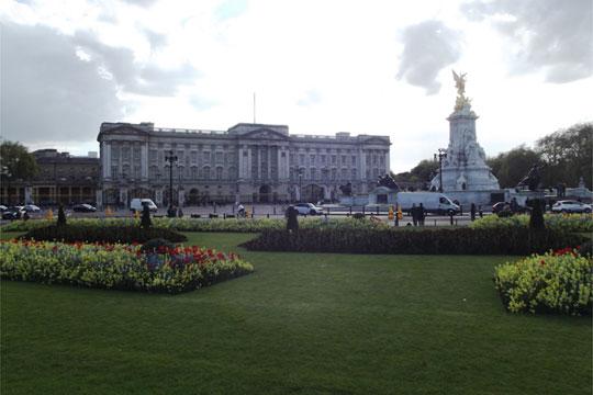 Нема опасност пред Бакингемската палата, сообраќајот нормализиран
