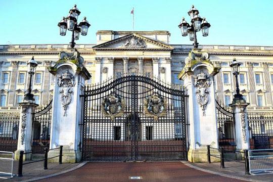 Драма во Лондон: Уапсено лице пред Бакингемската палата