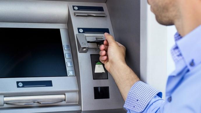 Кавадарчанка од туѓа дебитна картичка си подигнувала пари од банкомат