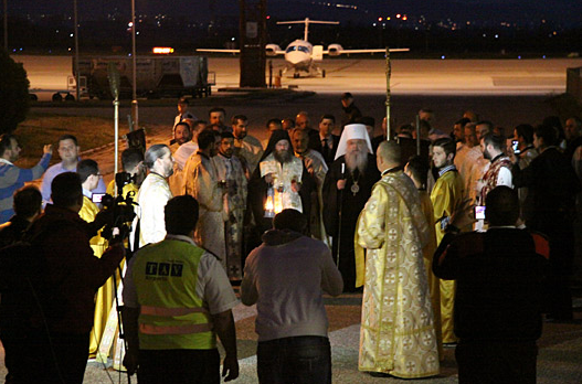 Благодатниот оган од Ерусалим пристигна во Скопје, го пречека Поглаварот г.г. Стефан