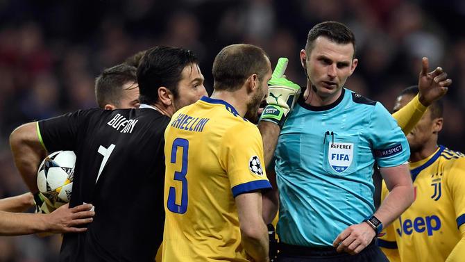 """УЕФА му ја одреди казната на Буфон за  коментарот """"канта за ѓубре место срце"""""""