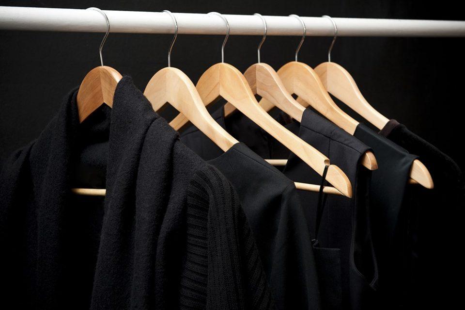 Зачувајте ја црната облека: Неколку зрна од овој зачин ќе го врати сјајот