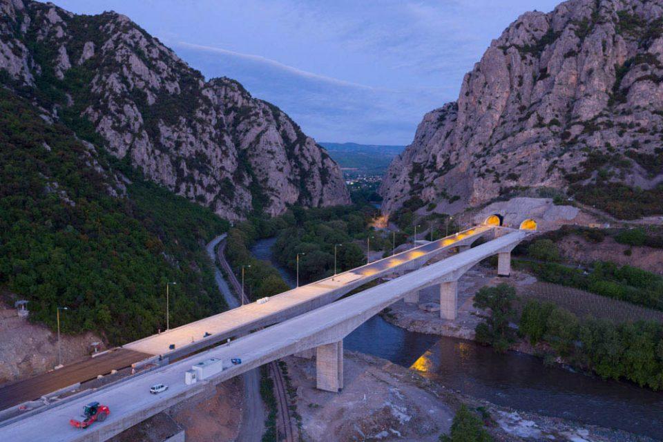 По година дена целосен застој во понеделник ќе се сече лента на автопатот кој го изгради ВМРО-ДПМНЕ, Демир Капија- Смоквица
