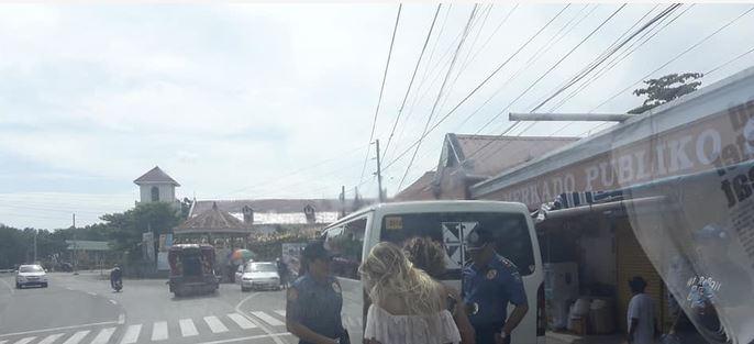 ФОТО: Девојка во танга се возела на мотор, а откако полицијата ги приметила и застанала еве што се случило