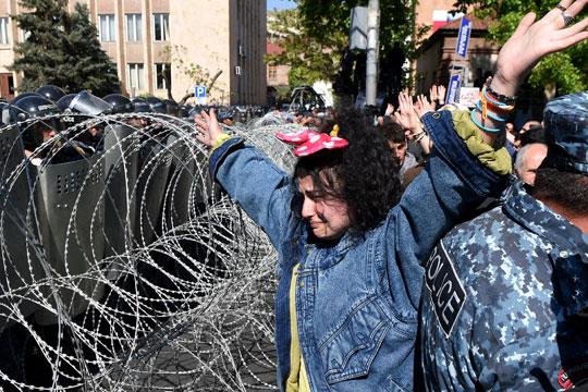 Активисти на опозицијата блокираат улици во Ереван