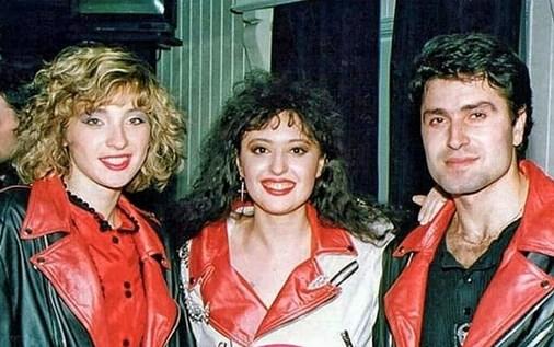 ФОТО: Во средина е Драгана Мирковиќ, а лево и десно од неа… тешко дека ќе погодите