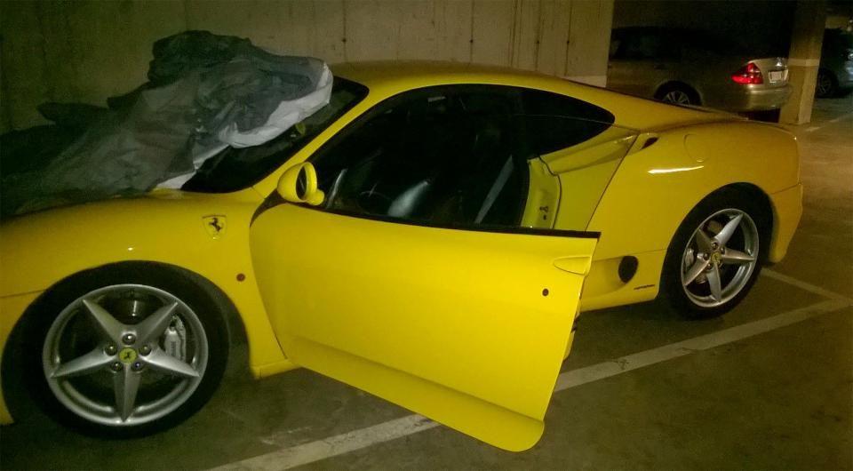 ХИТ ФОТО: Го огласил своето Ферари за продажба, а по грешка објавил орално задоволување од неговата девојка во автомобилот