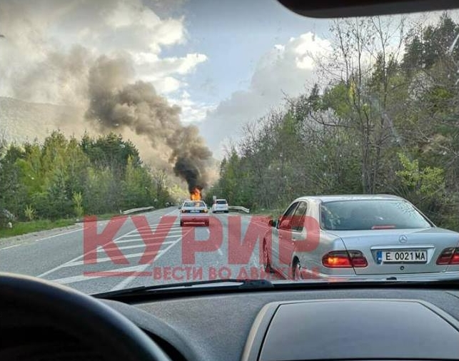 ФОТО: Вака гореше автобусот кој патуваше кон Македонија со 46 патници
