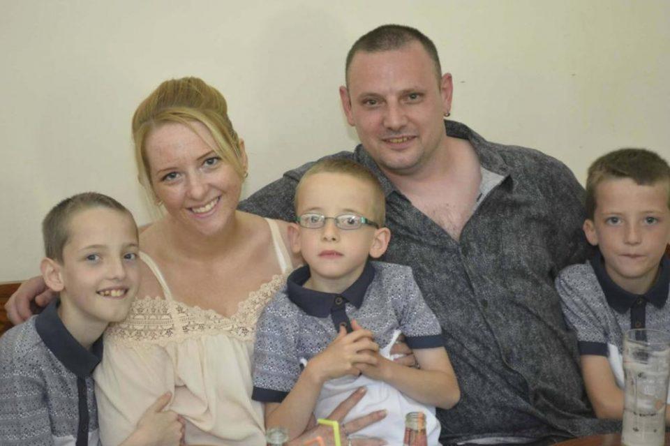 УЖАСЕН КРАЈ: Мајка на три деца на пријателите им пратила проштална порака, па се обесила