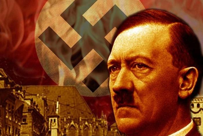 Суспендирани 29 германски полицајци: Си разменувале слики од Хитлер и кукасти крстови