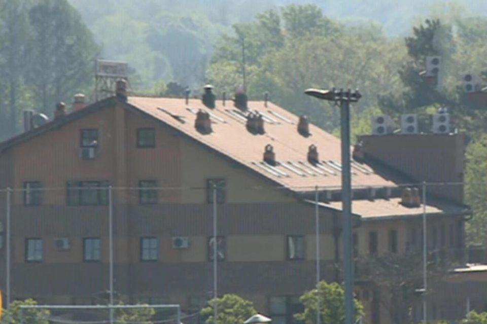 ДРАМА ВО БЕЛГРАД: Сопственик се заканува дека ќе скокне од кровот на својот хотел поради долг од 300.000 евра