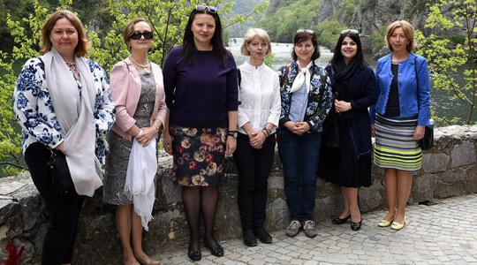 Велигденски ручек на Маја Иванова за сопругите на амбасадорите во Македонија