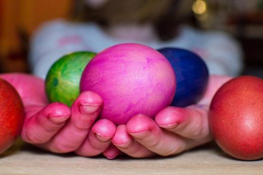 Ги офарбавте прстите додека вапцавте јајца, овие состојки ќе ви помогнат да ги исчистите