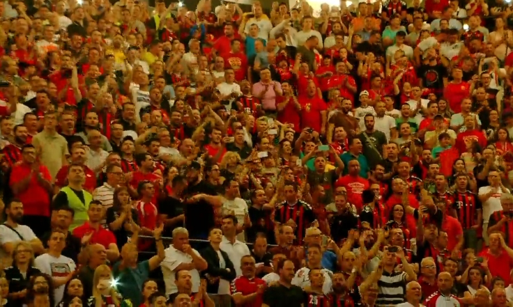 """Кил """"изгоре"""" во пеколот: Вардаровите фанови прогласени за најдобри- погледнете ја атмосферата во Скопје низ објективот на ЕХФ (ВИДЕО)"""