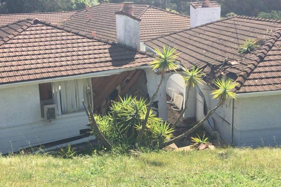 КАКО ЛИ САМО УСПЕА: Со автомобил слета на кров на куќа, а реакцијата на сопственикот ќе ве шокира (ФОТО+ВИДЕО)