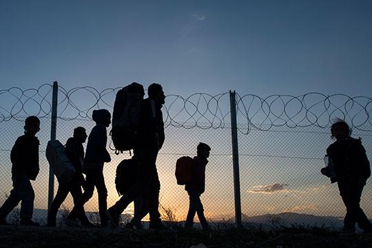 Пронајдени седум мигранти на патот Валандово- Струмица, шест Кубанци се обиделе илегално да ја преминат границата со Грција