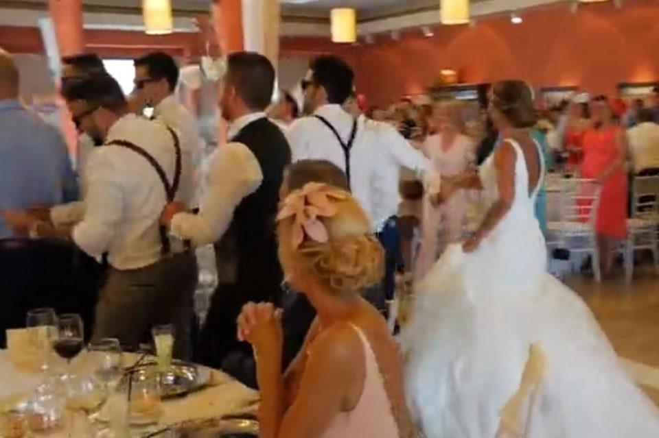 ВИДЕО: Невестата само ја однесоа на подиум, а тоа што и го направија младоженецот и кумовите никогаш нема да го заборави