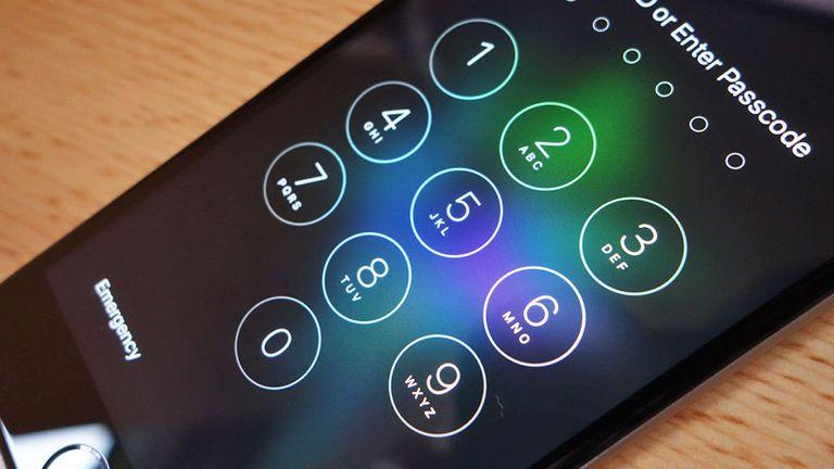 ТРИК: Како да отклучите телефон што е заштитен со PIN