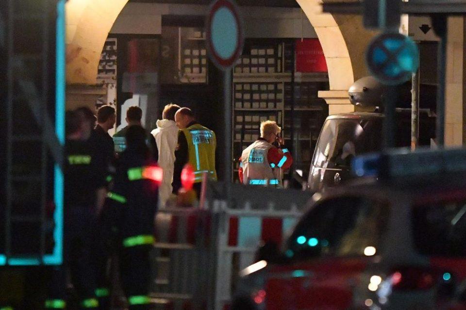 Очевидци на страшниот настан во Германија: Сите бегаа, викаа- граѓани масовно давале крв за повредените (ФОТО ГАЛЕРИЈА)