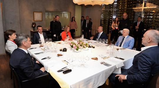 Могерини и Заев домаќини на неформална вечера со премиерите од Западен Балкан