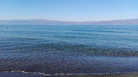 Водата во Охридското Езеро исправна за капење и рекреација