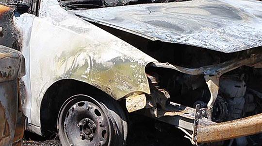 Во Штип опожарено едно возило, друго делумно оштетено