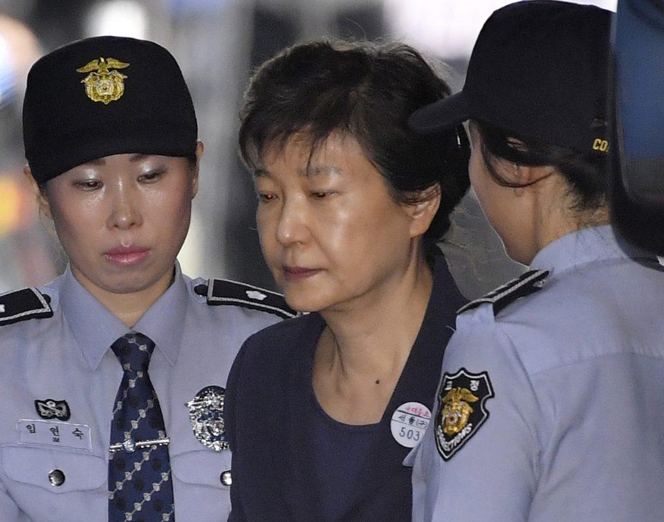 Поранешната јужнокорејска претседателка осудена на 24 години затвор