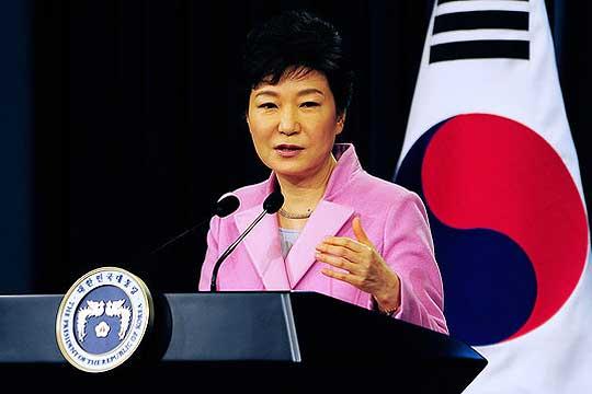 Судија од Јужна Кореја ја прогласи за виновна Парк Геун-хе за злоупотреба на власт и принуда